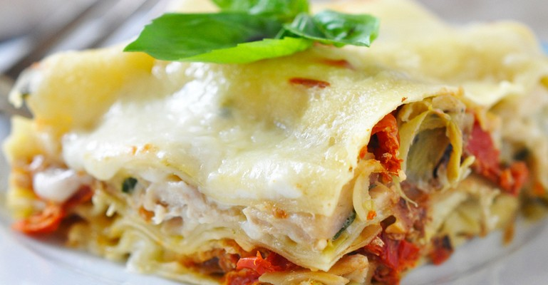 An Amazingly Cheesy Chicken Lasagna That Has it All ...